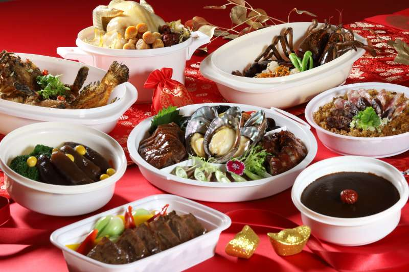 朕豪大酒店首度推出精選八道外帶年菜大獲好評。(圖/朕豪大酒店提供)