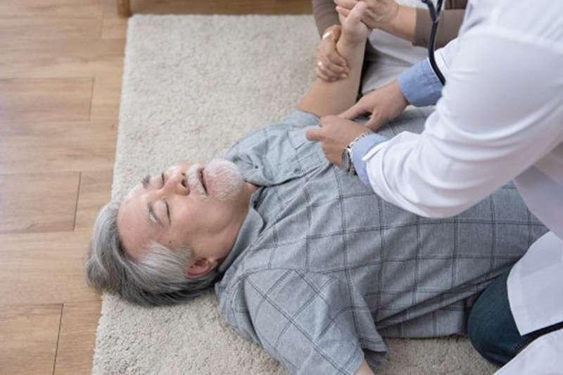 猝死危險族群不再限於老年人,年輕人也可能落入非典型危險名單。(圖/Health Blog)