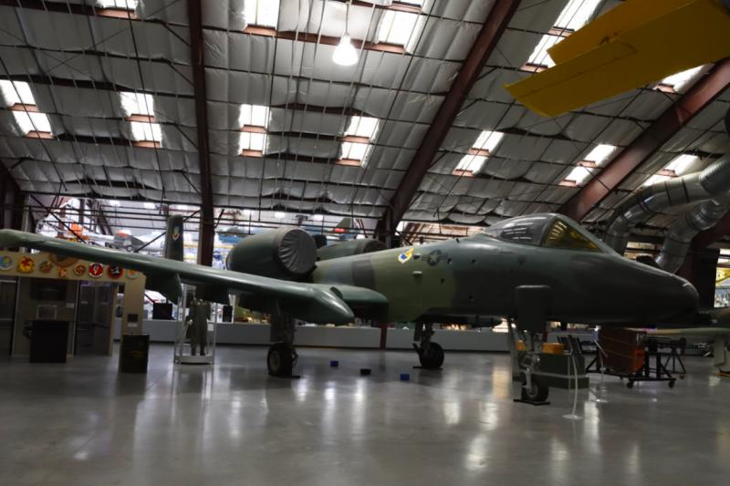 第355聯隊是最早換裝A-10的美國空軍單位,在戴維斯·蒙森空軍基地旁的皮馬航太博物館還可以見到70年代塗裝的A-10靜態展示機。(許劍虹攝)