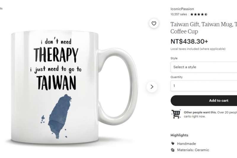 美國一家電商推出「我不要治療,只需去台灣」字樣的創意馬克杯引起熱議(圖/取自Etsy網站)