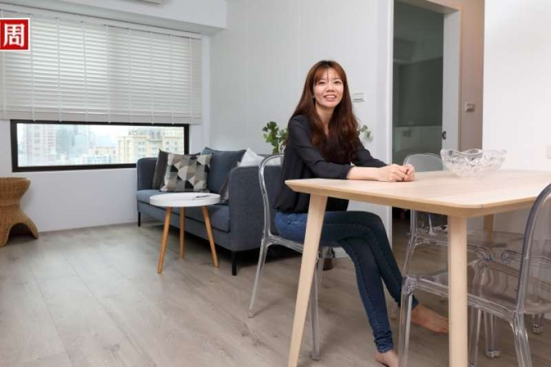 室內設計師Phyllis換過6間房,一間比一間小而簡約,她說這是進化、也是淨化。(圖片來源/商業周刊,攝影者/游家桓)