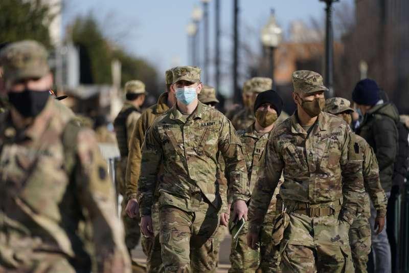 2021年1月16日,美國新總統拜登就職典禮將登場,25000名國民兵進駐華府加強維安(AP)