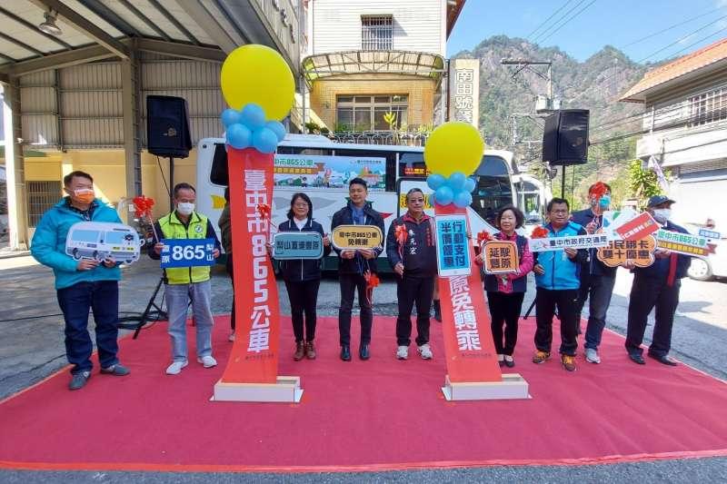 台中市府交通局18日在豐原客運谷關總站舉辦865路公車延駛豐原記者會。(圖/台中市政府)