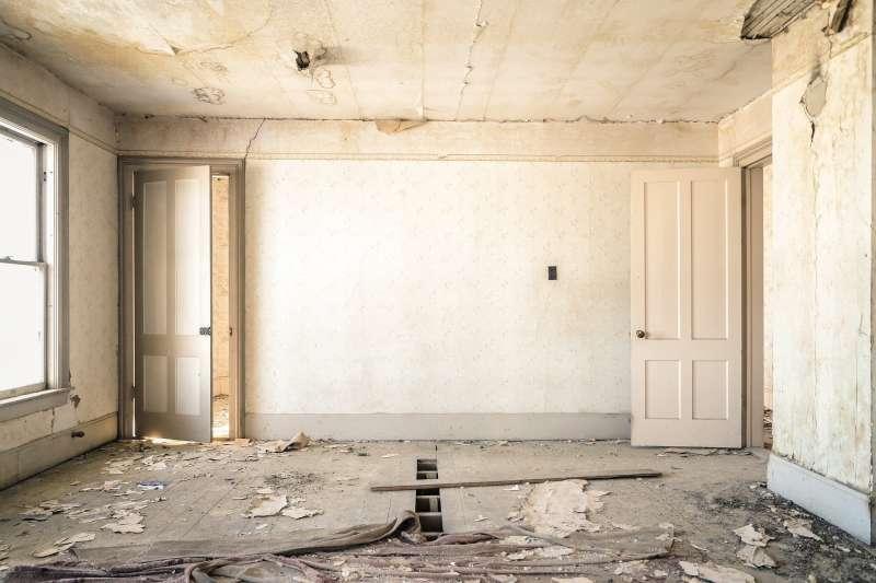 去房屋工地監工,竟發現牆內塞有異物!網友:正常、不用擔心。(圖/取自pixabay)