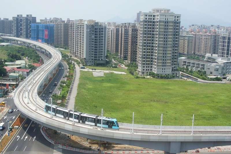 宏泰人壽在「淡海新市鎮」的商業區開發案,終於跟大環境低頭,最近宣布將進行公開標售。示意圖。(取自淡海輕軌官網)