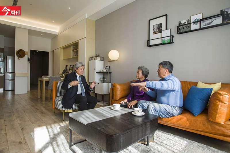 目前台灣社會65歲的退休族剛好是戰後嬰兒潮,這個族群是當前所有世代最富有的一群,他們有退休金、有保險、儲蓄,不需要靠子女供養就可快樂安老。(圖/今周刊)