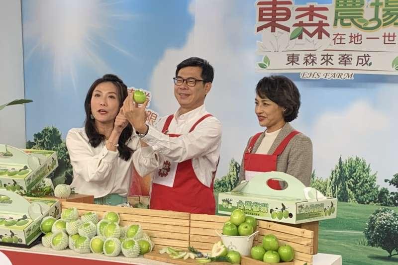 高雄市長陳其邁親臨東森農場Live現場,高雄蜜棗平均一分鐘狂銷25盒。(圖/高雄農業局提供)