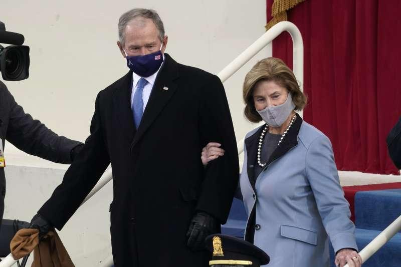 2021年1月20日,美國第46位總統拜登與第49位副總統賀錦麗就職大典,前總統小布希夫婦(AP)