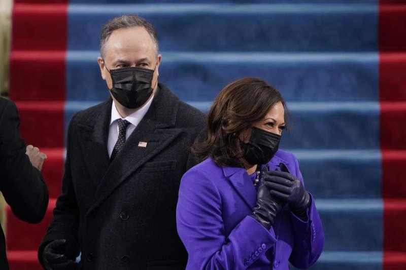 2021年1月20日,美國第46位總統拜登與第49位副總統賀錦麗就職大典,賀錦麗與夫婿任德龍(AP)