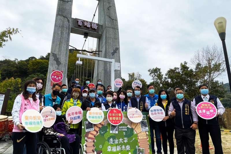 中市太平蝙蝠洞延伸步道共計460公尺,自去年底完工後步道沿途新建的兩座「仙氣繩橋」隨即引起矚目,(圖/台中市政府提供)
