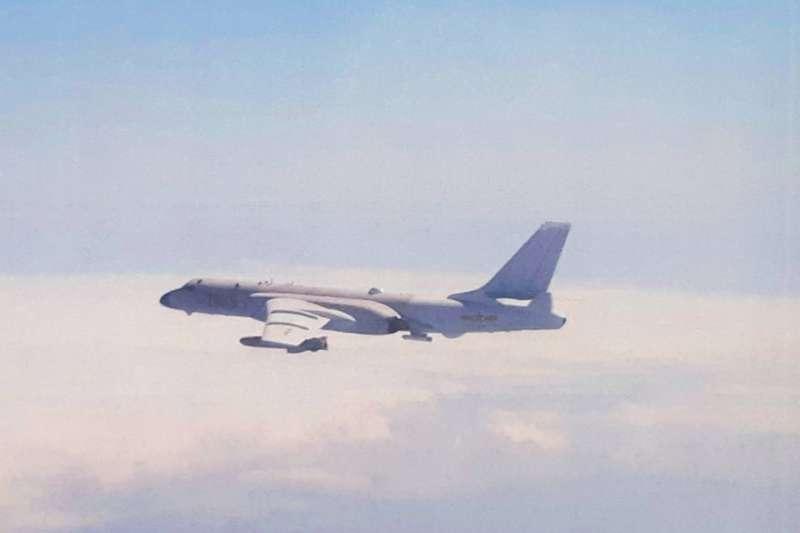 空軍司令部證實今日再有共機進入我西南空域,且數量高達13架。圖為轟-6K機。(空軍司令部提供)