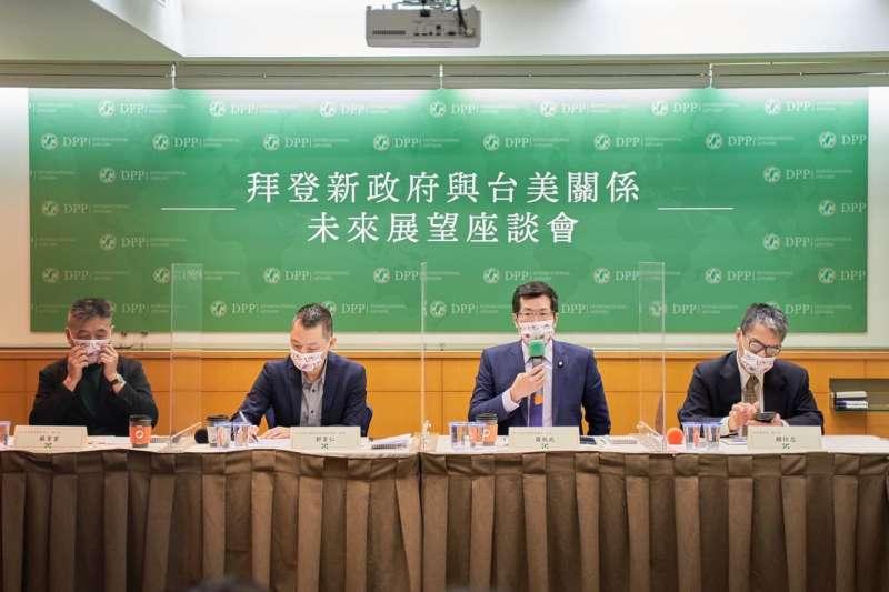 民進黨24日上午舉行「拜登新政府與台美關係未來展望」座談會。(民進黨提供)