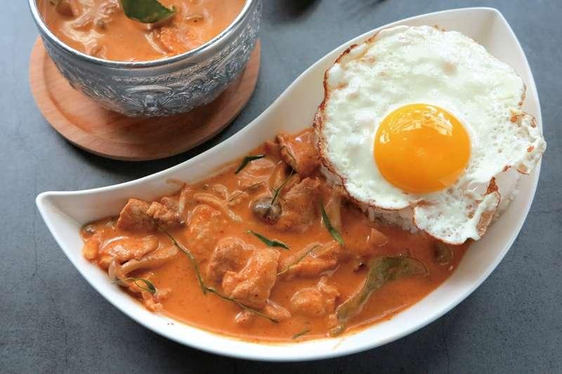 泰式料理其實超簡單!人氣主廚傳授超下飯打抛豬、紅咖哩食譜。(圖/悅知文化提供)