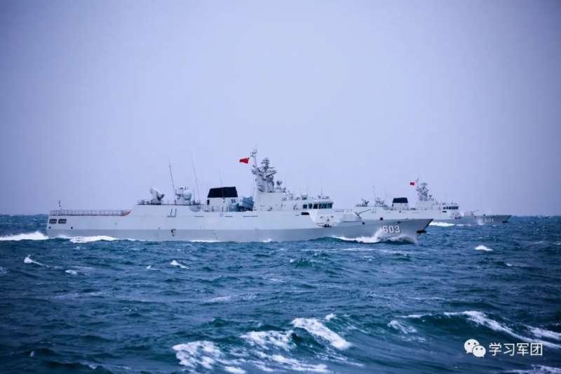 中國海軍的定州艦(舷號603)、牡丹江艦(舷號604)正在巡弋南海。(中國軍網)