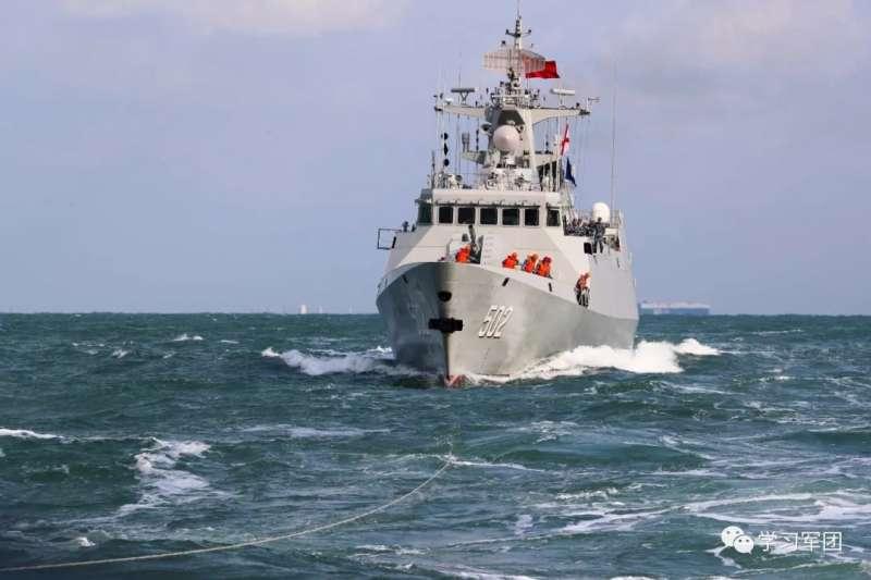 中國海軍的黃石艦(舷號502)正在巡弋南海。(中國軍網)
