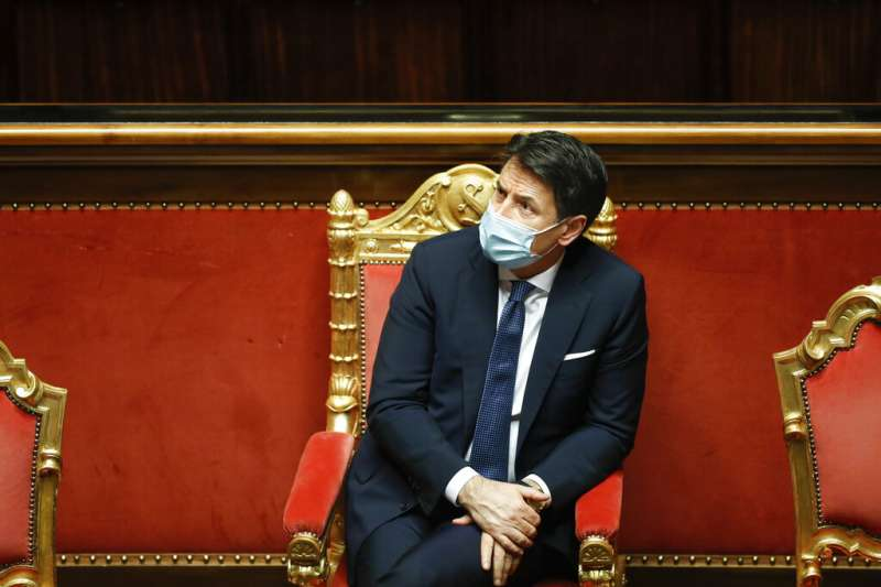 失去國會多數優勢,義大利總理孔蒂26日遞交辭呈,以期重組政府。(AP)