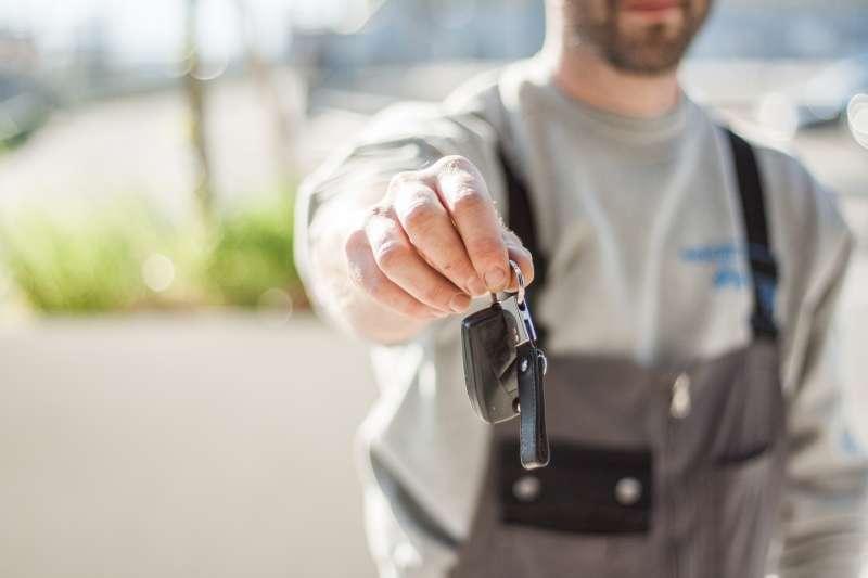 想在年終購車撿便宜,促銷中的新車和中古車暗藏玄機。(圖/Pexels)