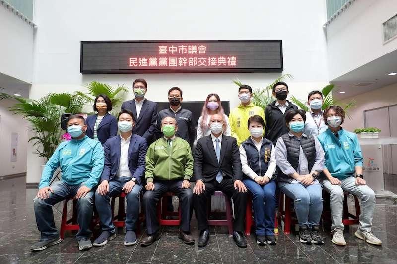 台中市議會民進黨團幹部交接,市長盧秀燕前往祝賀。(圖/台中市政府提供)