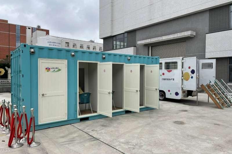 20210127-中央支援桃園採檢貨櫃屋,提供桃園衛生局安排居家隔離期滿民眾前往進行PCR篩檢之用。(中央流行疫情指揮中心提供)
