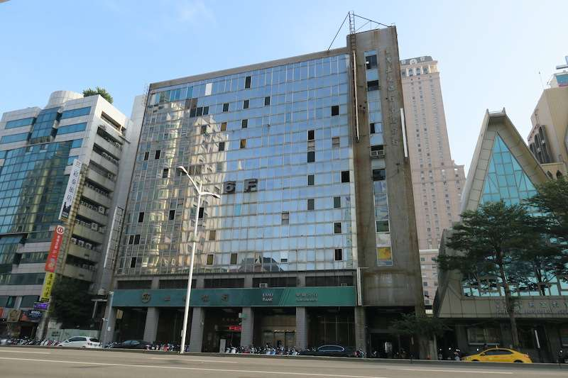 前金區土地銀行完成審議即將辦理都更。(圖/高雄市都發局提供)
