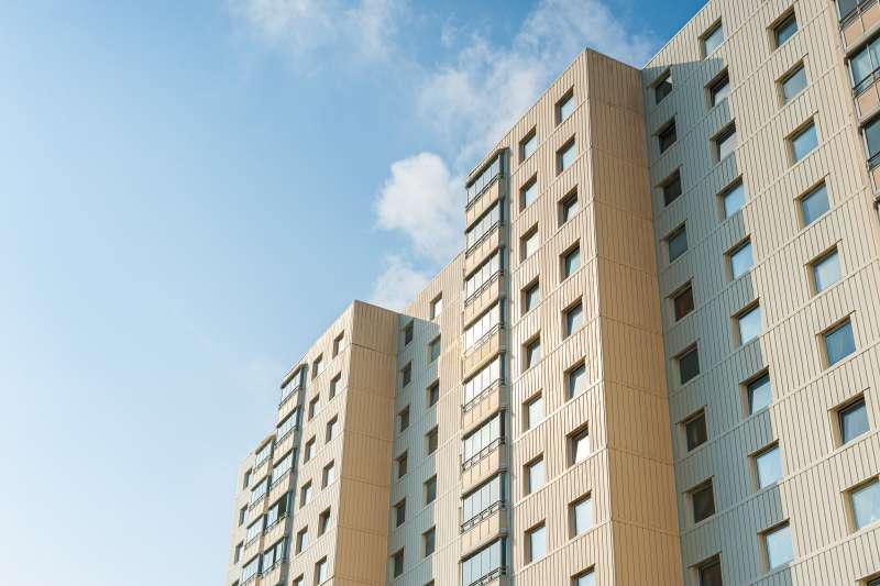 有網友近期在PPT詢問,預售屋2層條件一致,要選高樓還是低樓呢?(圖/取自Pexels )