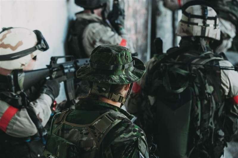 瑞典目前的徵兵沒有性別歧視,只要年滿18歲、收到徵兵令的男女都可入伍進行基本軍事訓練。(圖/取自Unsplash)