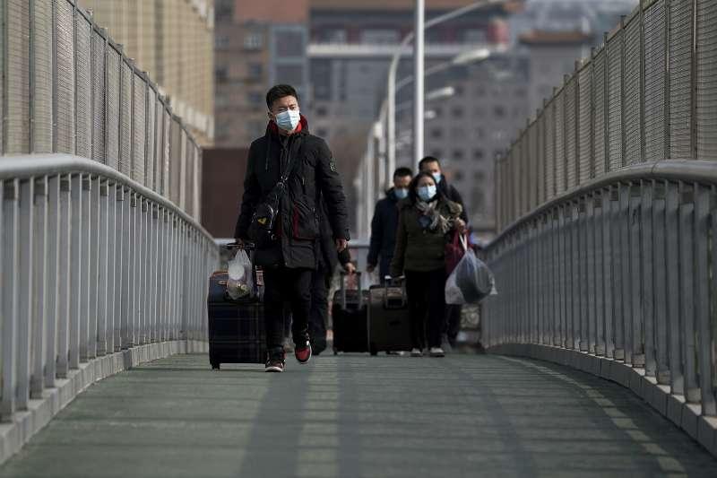 中國「春運」拉開帷幕,今年春節返鄉人潮預計仍將達到17億人次。(AP)