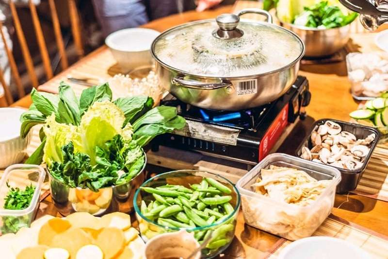 暖呼呼又充滿營養的藥膳鍋是冬日食補的最佳選擇!(示意圖/取自pixabay)