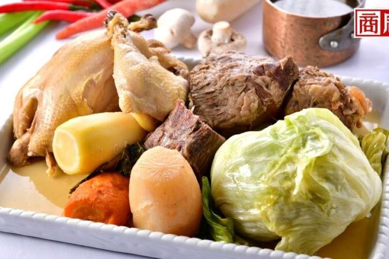 傳統法國燉肉湯只要材料豐富、有葷有素。上桌後能喝清湯、吃肉,還能下餃子。(攝影者/吳金石,圖片來源/商業周刊)
