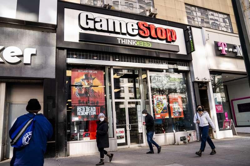 電玩零售商GameStop等股價近期狂飆,美國上演散戶鄉民打垮對沖基金。(資料照,美聯社)