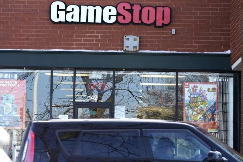 Gamestop股價暴漲,被視為散戶股民與華爾街對抗的「史詩級大軋空」。(AP)