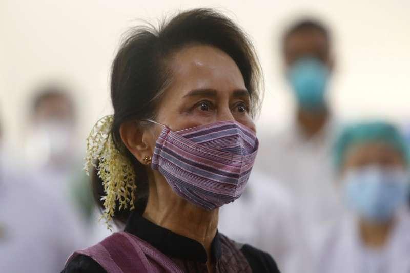 2021年2月1日,緬甸國務資政翁山蘇姬和其他政府高層遭逮捕拘禁,軍方形同政變(AP)