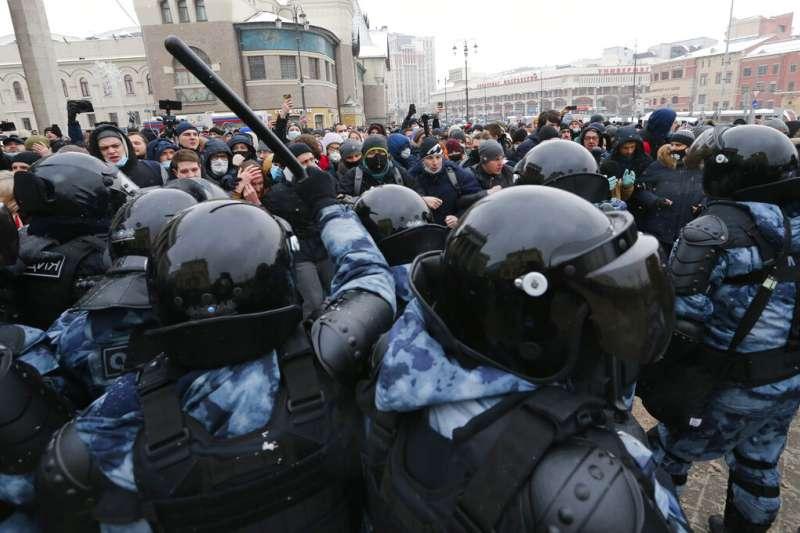 俄羅斯民眾上街聲援反對派領袖納瓦爾尼,與莫斯科警方發生激烈衝突。(美聯社)