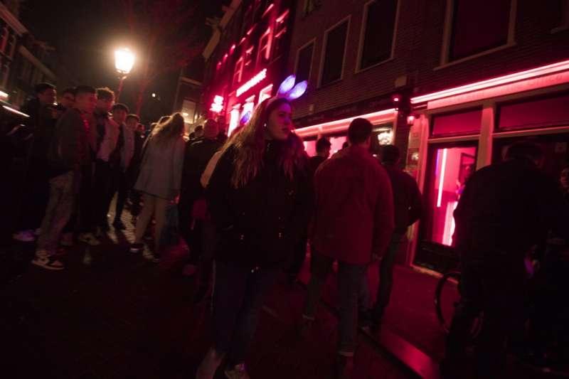 荷蘭阿姆斯特丹紅燈區吸引許多遊客(取自Pixabay)