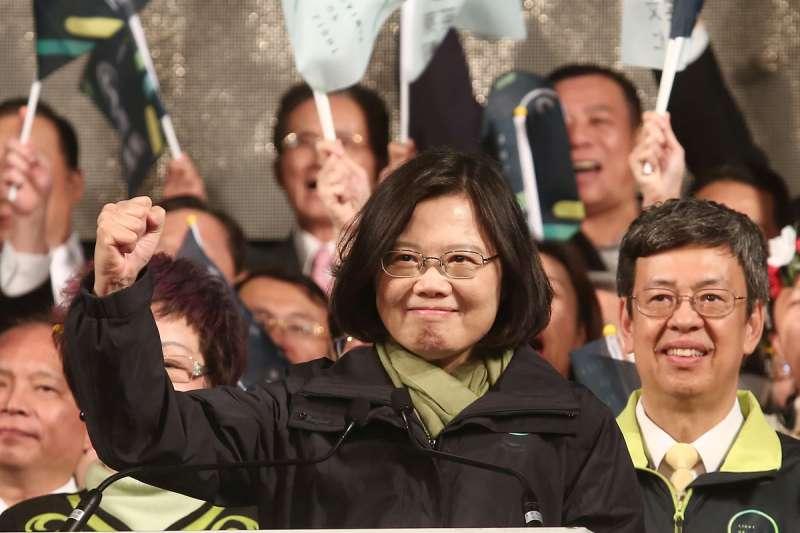 蔡英文(中)標榜自己是台灣派,目的只是在把國民黨打成中共同路人,藉此贏得選舉、掌握權力。(資料照,黃耀徵攝)