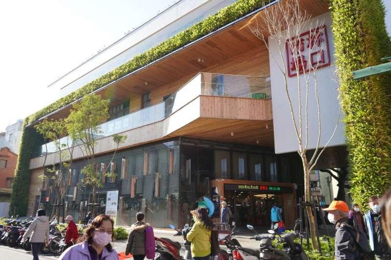 林口市場於109年6月18日正式開幕營運,是首座具有鑽石級綠建築標章認證的傳統市場。(圖/新北市市場處提供)