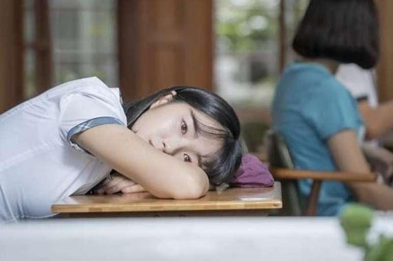 「現在開始分組囉!」這句話是多少孩子的夢魘!心理師教你2招解決孩子分組焦慮。(圖/取自imdb官網)