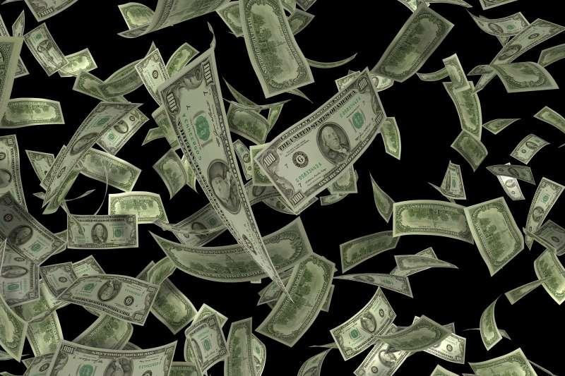 如果在路上撿到鈔票沒有歸還,很有可能已經觸犯了刑法的侵占遺失物罪。(圖/取自Pixabay)