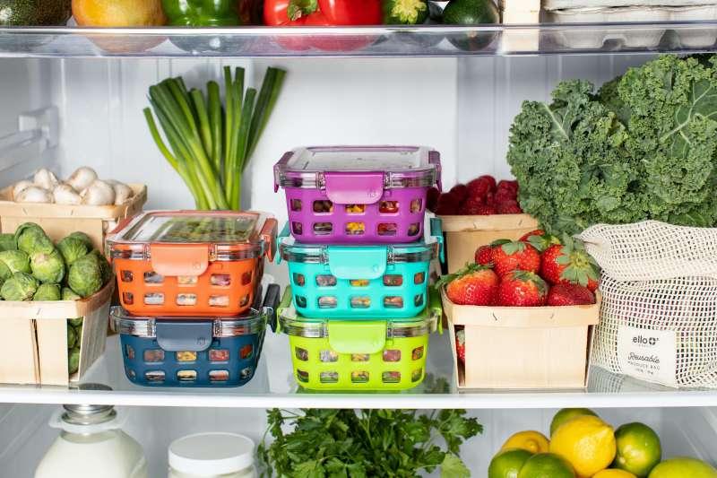 疫情三級警戒已持續逾一個月,民眾一次購足食物已成防疫日常,但家裡冰箱空間有限往往無法裝得下,本文整理4個最有效的冰箱收納術,大量採購蔬果也不怕。(圖/Unsplash)