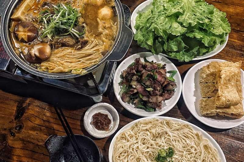 冷冷的冬天,跟家人圍坐在一起吃熱熱的羊肉爐,幸福感倍增!(圖/MENU美食誌)