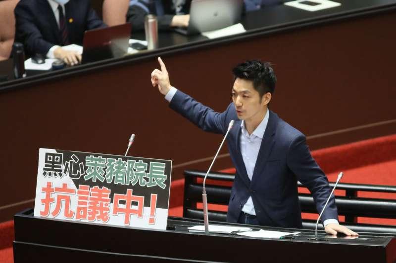 蔣萬安具傳統藍營菁英形象、支持度接近5成,被看好代表國民黨出戰台北市長選舉。(柯承惠攝)