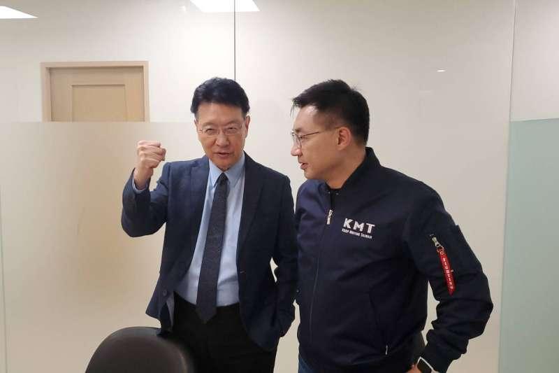 趙少康(左)與國民黨主席江啟臣(右)。(國民黨文傳會提供)