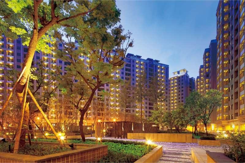微笑台北擁有3200坪四季中庭,2800坪渡假VIP會館,打造全齡化樂活宅。(圖/富比士地產王提供)