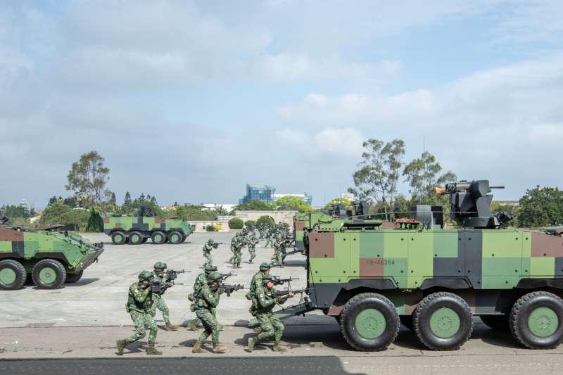 202010205-陸軍機步269旅隸屬主管北部防務重任的陸軍六軍團,駐地位於桃園楊梅,又有「雄獅部隊」之稱,是北台灣重要的機械化步兵單位。圖為269旅官兵以雲豹甲車在前方式,執行步戰協同演練。(總統府Flckr提供)