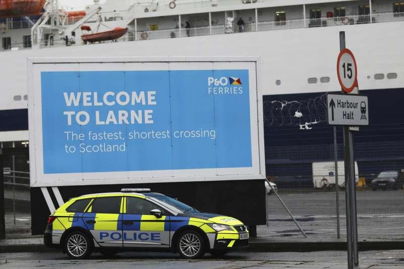北愛爾蘭的拉恩港。歐盟與英國近日為了搶奪疫苗,再次為北愛邊境問題發生齟齬。(AP)