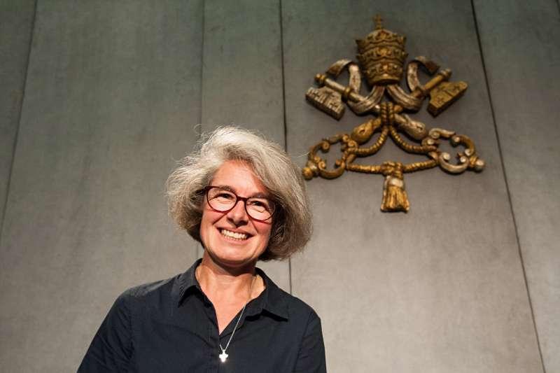 天主教世界主教會議首位女性副主教貝卡爾(Nathalie Becquart)(翻攝Twitter)