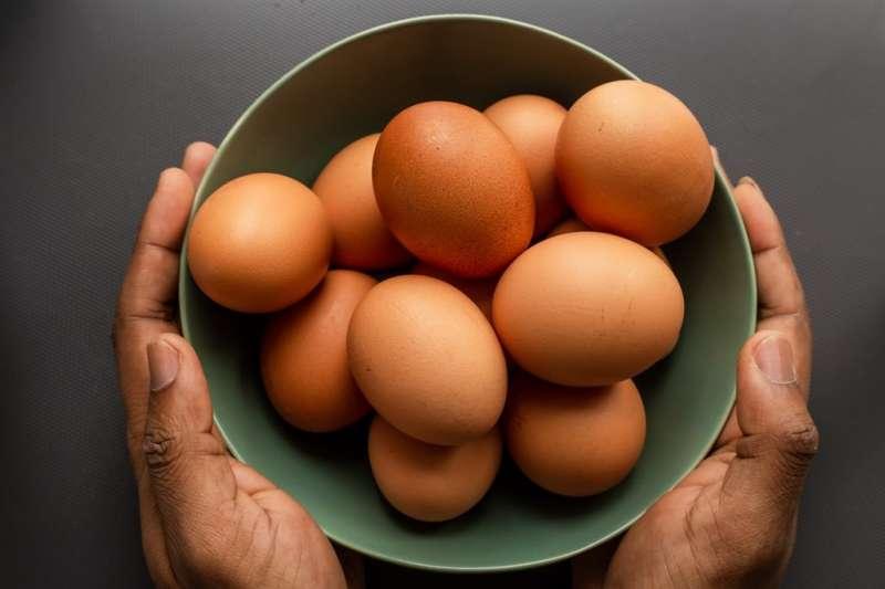 雞蛋如何保存?賞味期限最長是多久呢?(圖/取自Louis Hansel@Unsplash)