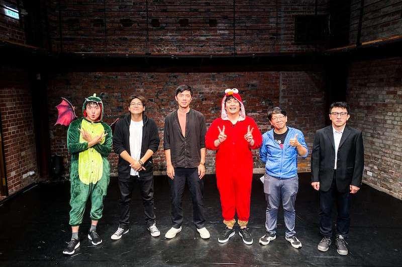 在〈表演,Chill什麼?〉戲劇篇《臺灣好演技》第一集邀請劇場演員蘇志翔(鳥屎)與知名作曲人王希文詮釋《哈姆雷特》。(圖/台中國家歌劇院提供)