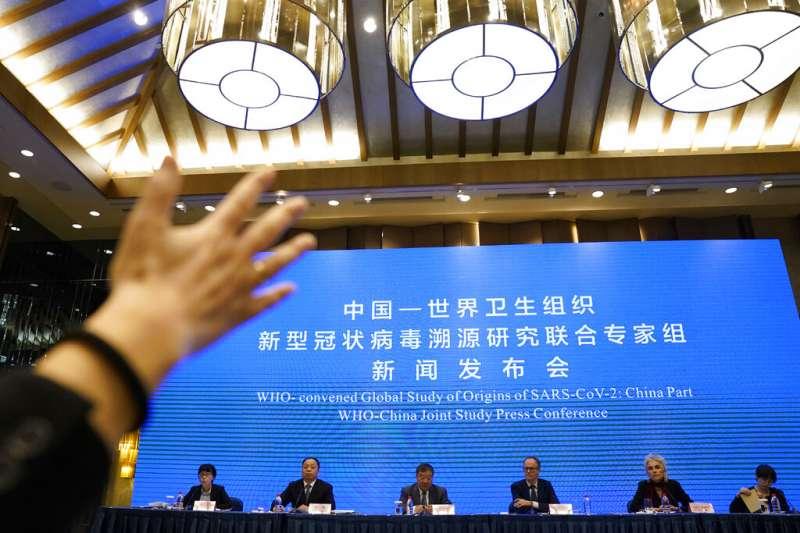 世界衛生組織(WHO)9日召開記者會,公開一個月來在武漢追溯新冠病毒源頭的調查結果,指出自2019年12月開始即有新型冠狀病毒在武漢大規模傳播。(AP)
