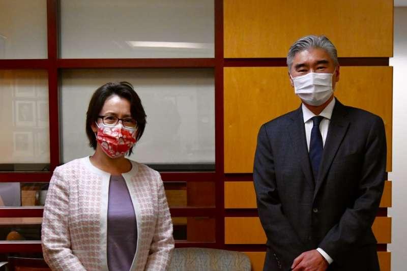 駐美代表蕭美琴(左)日前與美國國務院代理亞太助卿(右)會晤,是美國總統拜登上任來首次進到國務院。(圖取自twitter.com/USAsiaPacific)
